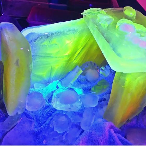 Leuchtwasser Eis-Schloss