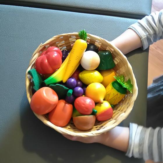 Spielzeug-Obstkorb
