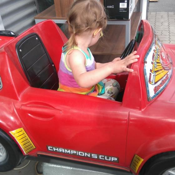 Elektroauto for libro in Judenburg