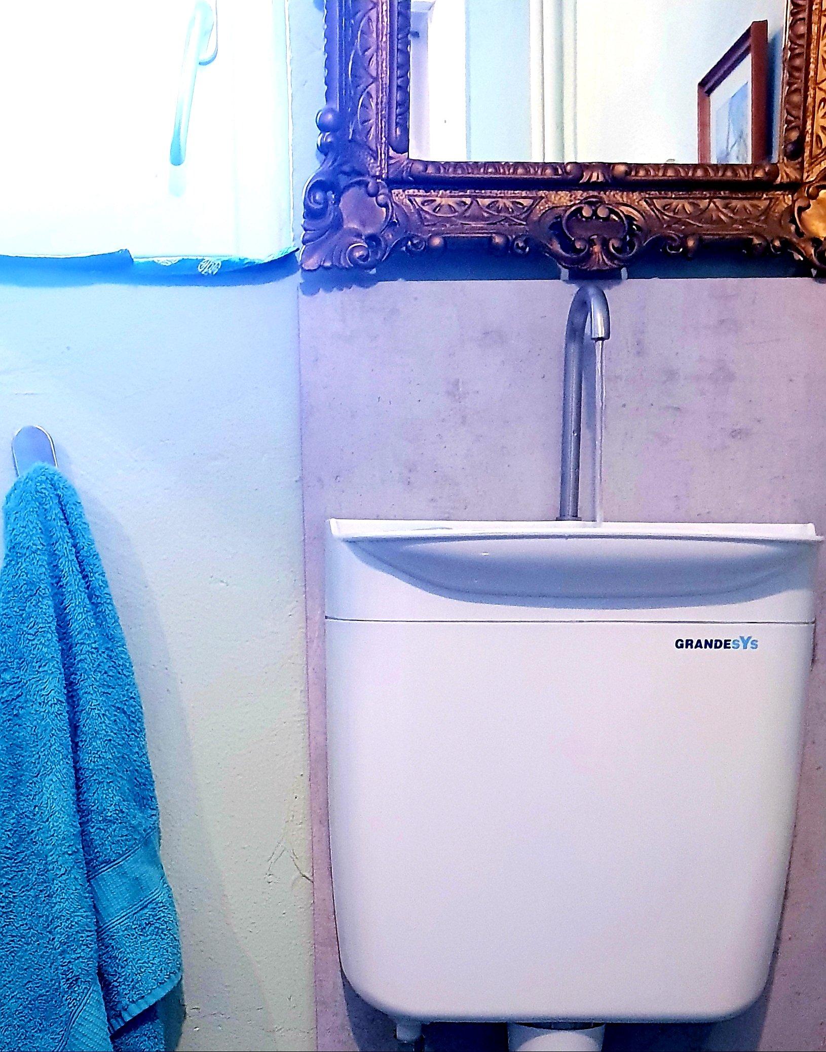 wasserverbrauch reduzieren sp lkasten mit waschbecken. Black Bedroom Furniture Sets. Home Design Ideas
