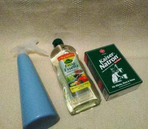 DIY, selbstgemachtes Bügelspray aus Essig und Natron